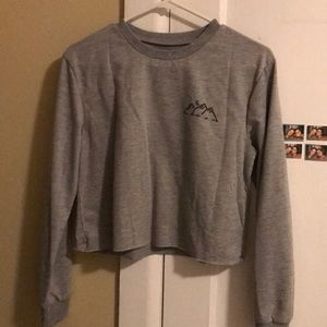 Grey comfortable sweater/long sleeve